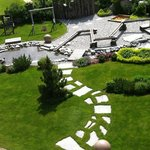 Blick auf den Garten des Spa - und Wellnessbereiches