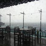 утром в день отъезда был ливень, вид из ресторана