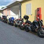 I Bungalow con le moto parcheggiate