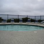 great pool overlooking the ocean! to bad it was a gloomy day