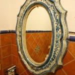 Specchio in ceramica di Caltagirone