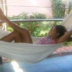Uma rede preguiçosa do Barra vento pra descansar em Morro.