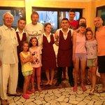 Famiglia con personale sala ristorante