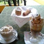 Café Glacé, chocolate glacé, tambor de chocolate y almendrado.