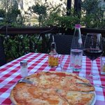 pizza and wine at restourant