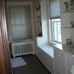 Canal room bath