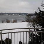 Schöne Winteraussicht auf den See