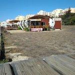 Das Restaurant O Farol vor der Skyline von Praia da Rocha