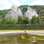 De spectaculaire rotsen aan de Maas