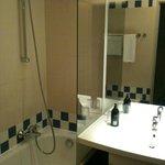Salle de bain avec WC séparés