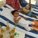 """Camastro rentado con """"Yimbo"""", cubeta de 6 cervezas 150 pesos y coctel de camaron grande"""