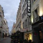 hotel les haust de passy- ikke langt fra la Muette Metro- zahra og sephora ligger i området, kos