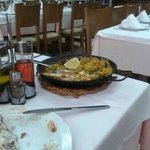 Paella servida y restaurante