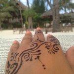 leggere un libro nell'oasi