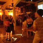 Les serveuses dansent aussi !