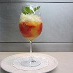 Gaspacho d'ananas aux fraises et granité à la menthe