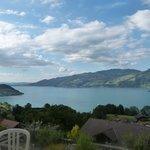 vue de la terrasse de la chambre sur le lac