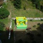 Piccolo parco giochi in giardino