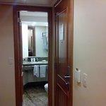 Quarto entrada do banheiro