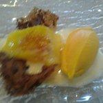 Minigalleta de naranja con helado de mango.