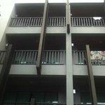 vom Poolbereich zum Balkon- oder Zimmeraussicht