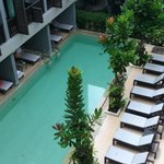 vom Balkon zum Poolbereich