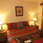 Deluxe Queen Apartment with ensuite - quality bedding & linen