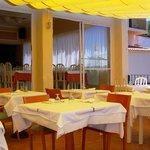 Restaurant disposant d'une très belle terrasse avec vue sur la baie de Rosas.