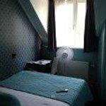 Winziges Zimmer, ohne Klimaanlage!!!!!!