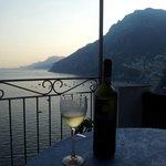 Un bicchiere di vino prima della cena