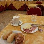 la colazione essenziale ma il personale molto gentile