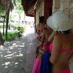 fila para usar el wc de mujeres en la alberca