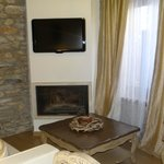 The living room (fireplace) -Vallari suite