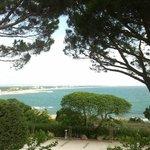 La costa, a los pies del hotel