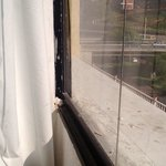 Marco de ventana sucio 1 de 2