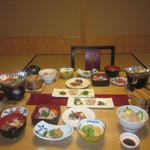 The delicious dinner at Tanabe Ryokan