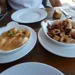 Crevettes à l'ail et chipirons plancha