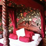Mahogany Four Poster Bridal Suite