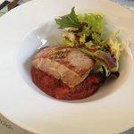 tonno con salsa di pomodoro e verdure