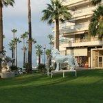 перед отелем, скульптуры Ричард Орлински
