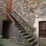Escalera en un patio menor