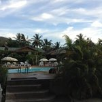 piscine depuis la terrasse de la chambre