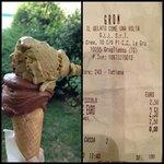 Cioccolato fondente e pistacchio. €2,50. Grom