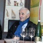 Tres bonne cuisine cadre sympathique et prime Aznavour a la table d a coté (apparament habitué d