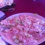 Salat som svømmer i dressing..kvalmande og forferdlig! Dårlig service og!