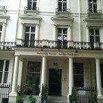 Entrance to the Shaftesbury Premier London Paddington