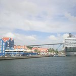 vista del Hotel Otrobanda y el crucero