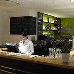 Die Bar und im Hintergrund die Küche