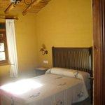 La habitación con cama de matrimonio
