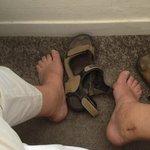 Camera 35, distanza parete letto ..... ho un piede 46.